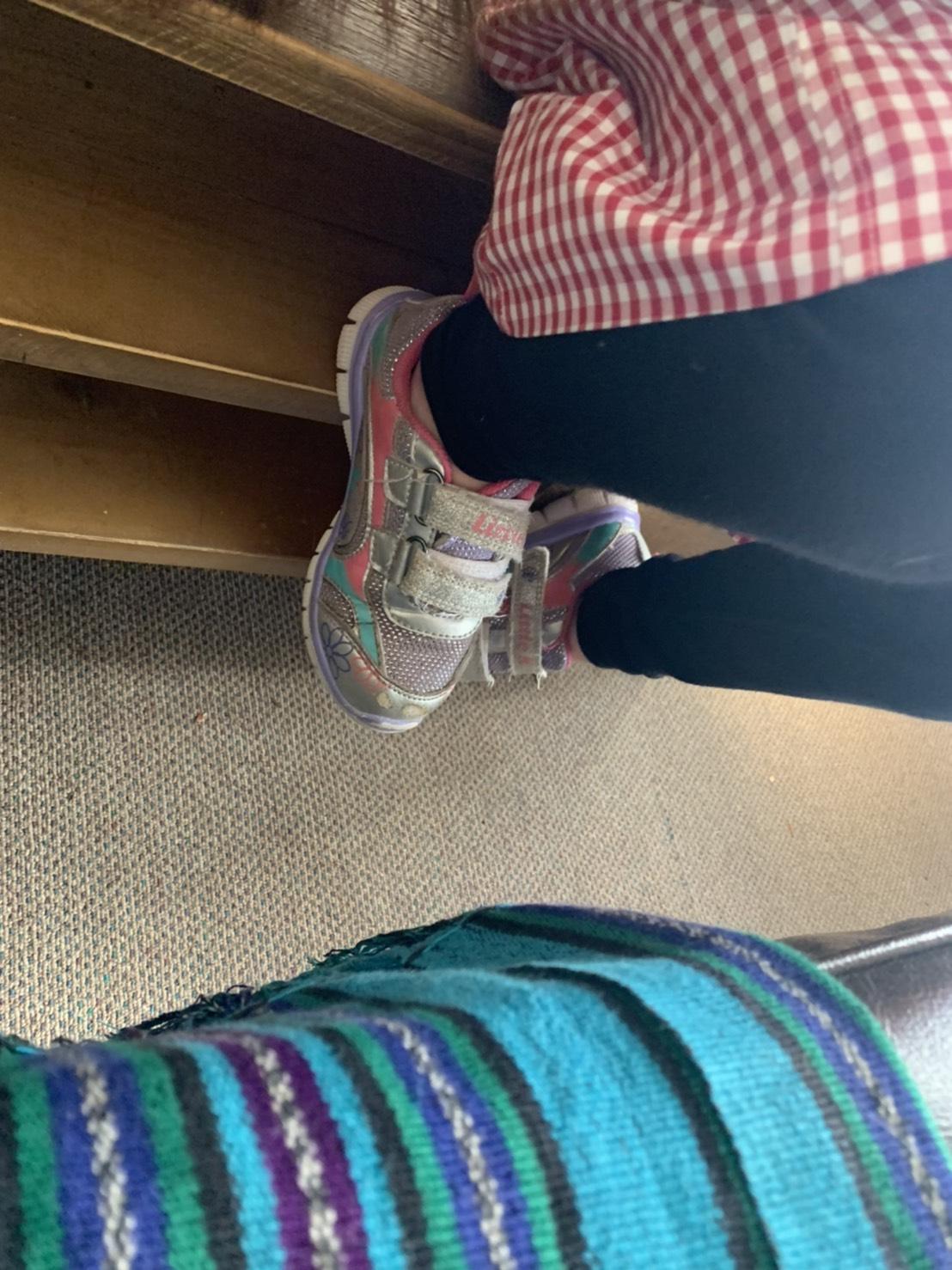 靴を左右逆に履いてしまうオーペア先のこ