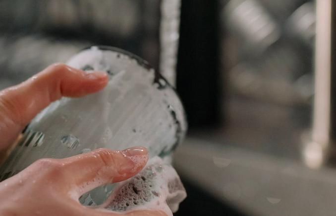 オーストラリア食器洗いアワアワのままゆすがずそのまま乾かすのでビックリ