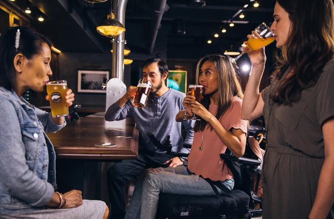 オーストラリアのパブでビールを注文する方法とおごり合い精神について