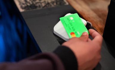 ワーホリ、留学・海外旅行お金の管理方法。トランスファーワイズのデビッドカードとは